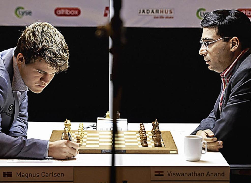 Magnus Carlsen (links), Viswanathan Anand   | Foto: AFP