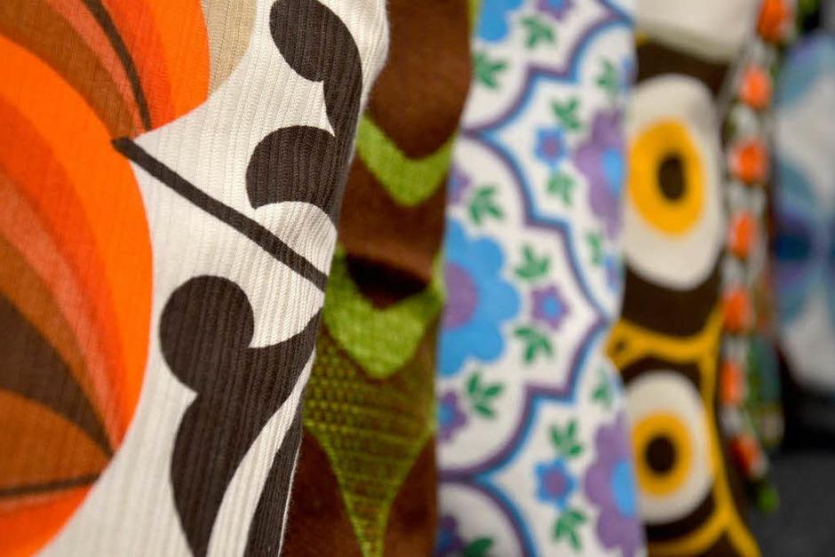 Sina Gernß aus Freiburg stöbert gern auf Flohmärkten. Aus alten Vorhängen und Tischdecken näht sie dann Kissenunikate und verkauft sie unter ihrem Label Tuchfuehlung auf Dawanda. (Foto: Sina Gernß/Tuchfühlung)