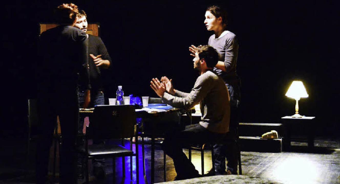In Oliver Frljics Bühnenfamilie wird viel und heftig gestritten.   | Foto: Annette Mahro