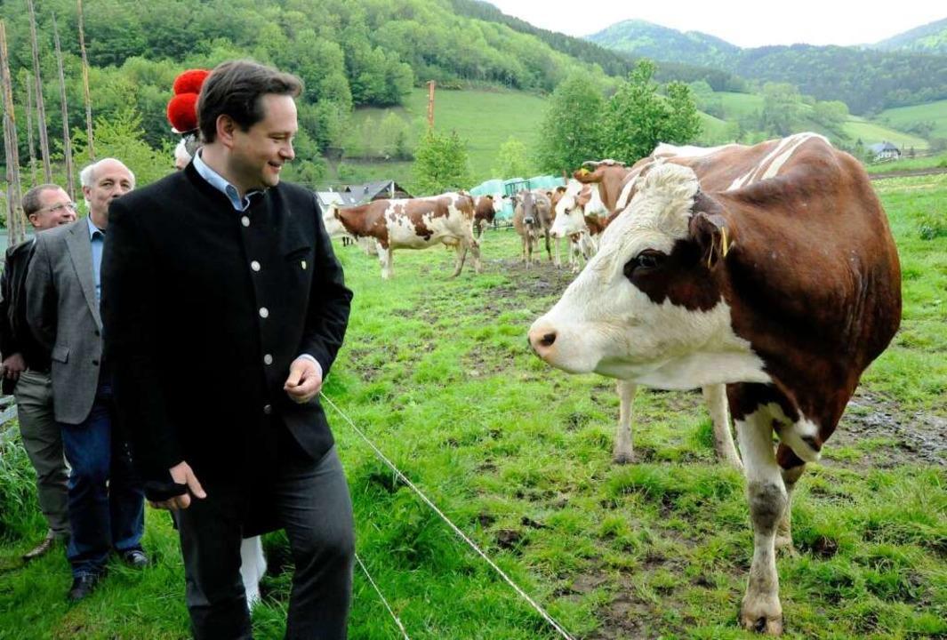 Original Baden:  Minister   Bonde beim Besuch eines Milchviehbetriebs in Elzach.  | Foto: Markus Zimmermann, Markus Zimmermann