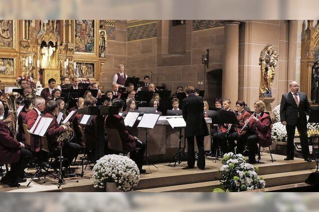 Orgel und Musiker feiern