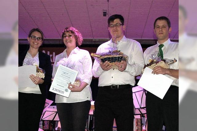 Silberne Ehrennadeln vom Harmonika Verband