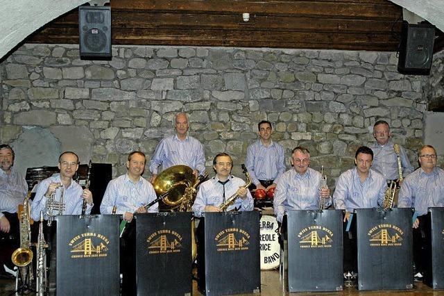 Großformation im Jazztone spielt Arrangements aus den 20ern und 30ern