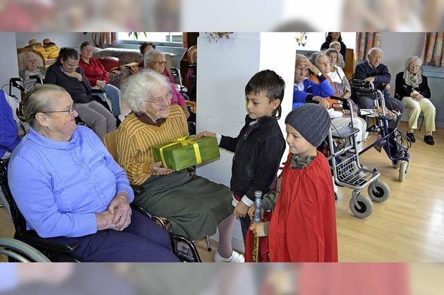 Kinder treffen Senioren