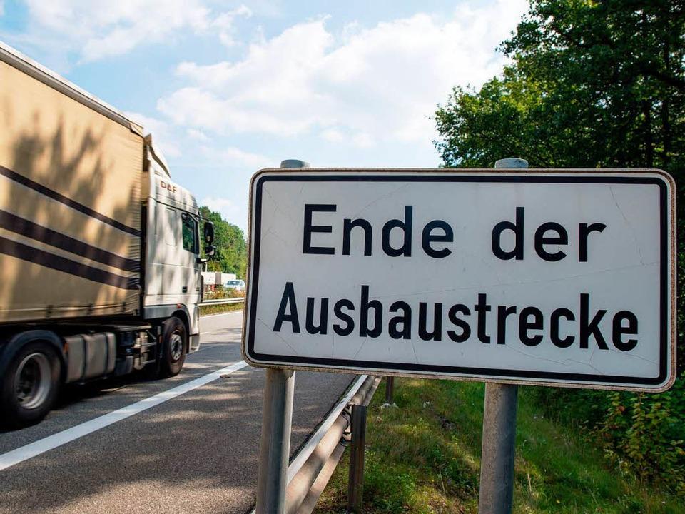 Dem Ausbau der A5 auf sechs Spuren wird nur eine geringe Bedeutung zugemessen.  | Foto: dpa