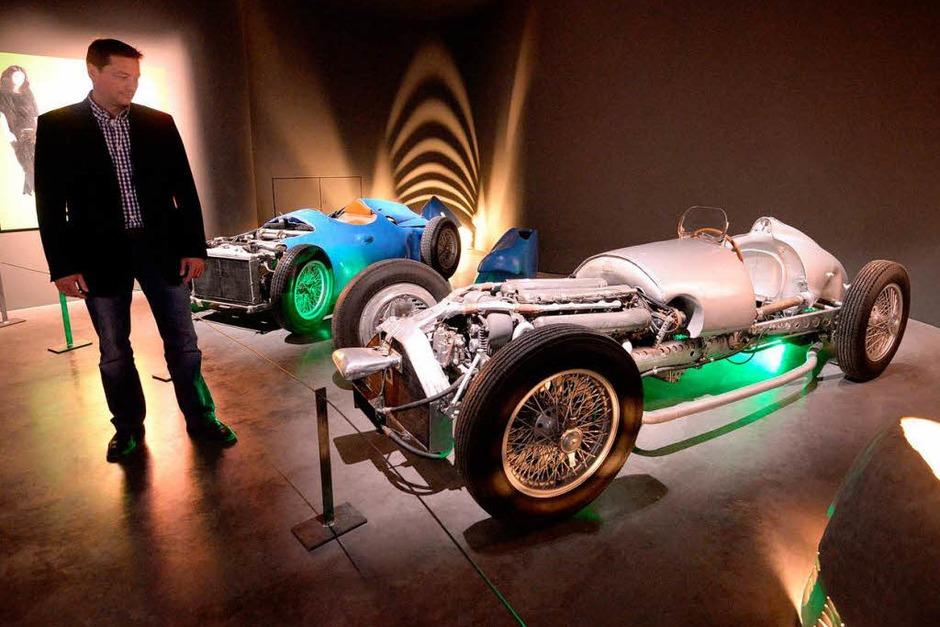 Die Premierenschau des Museums Arts & Cars in Singen zeigt Oldtimer aus Mulhouse in Verbindung mit Kunst. (Foto: dpa)