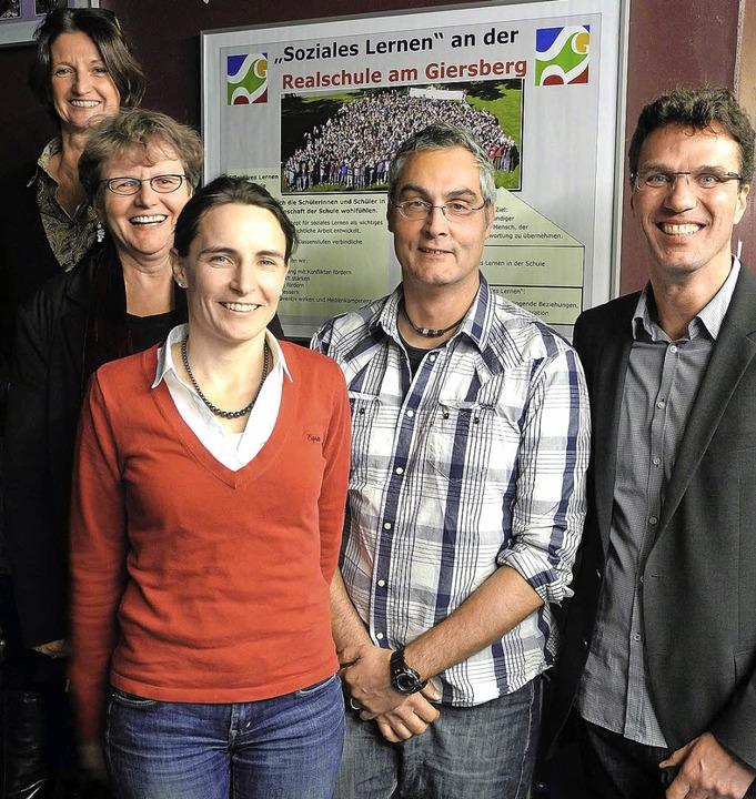 Schulleiter Ulrich Denzel (ganz rechts...ern das Konzept des sozialen Lernens.   | Foto: Sophia Hesser