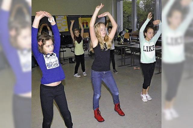 Jugendbetreuer helfen der Schule