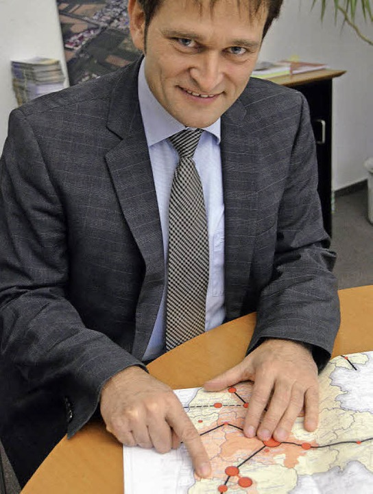 Fingerzeig: Bürgermeister Martin Löffl...rsheim mit dem Gewerbepark verbindet.   | Foto: pfefferle