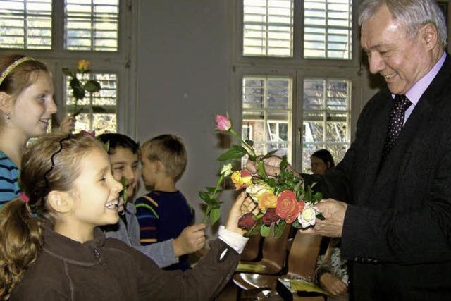 Rote Rosen für den Rektor