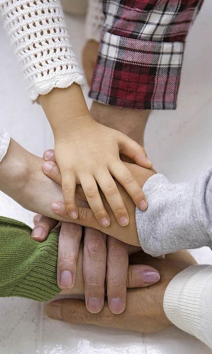 Alle halten zusammen: Das muss für Pflegefamilien im Besonderen gelten.     Foto: Fotolia