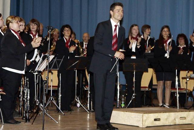 Orchester dankt dem Dirigenten