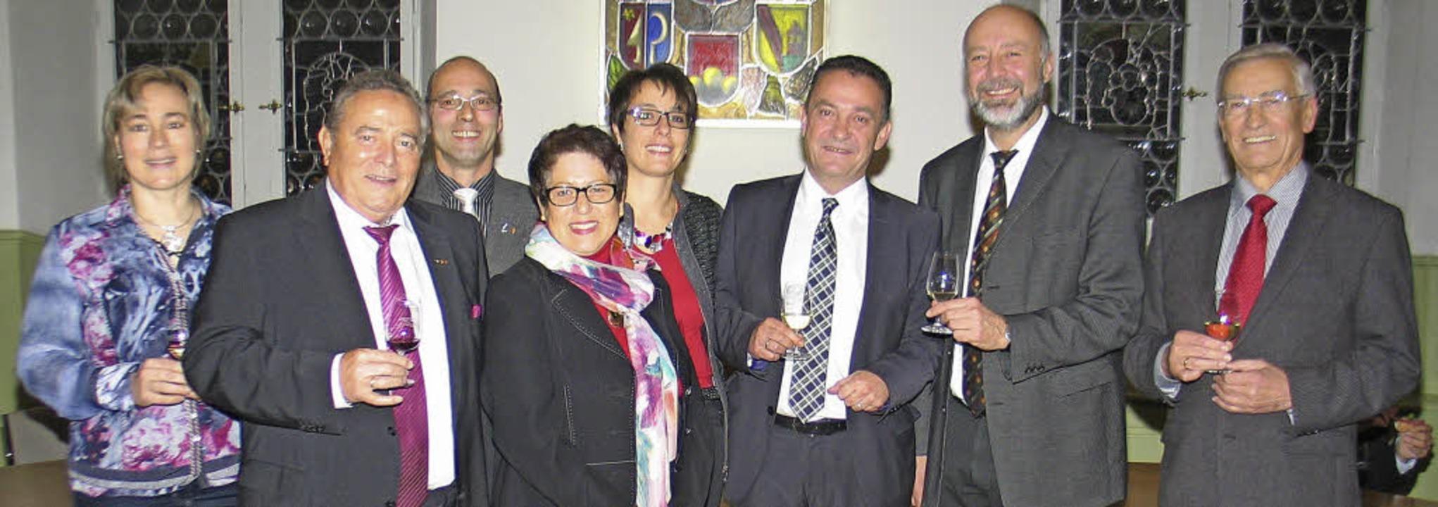 Ehrung für das Weingut Schätzle: Im Bi...mbachs Ortsvorsteher Karl Anton Beha.   | Foto: Helmut Hassler
