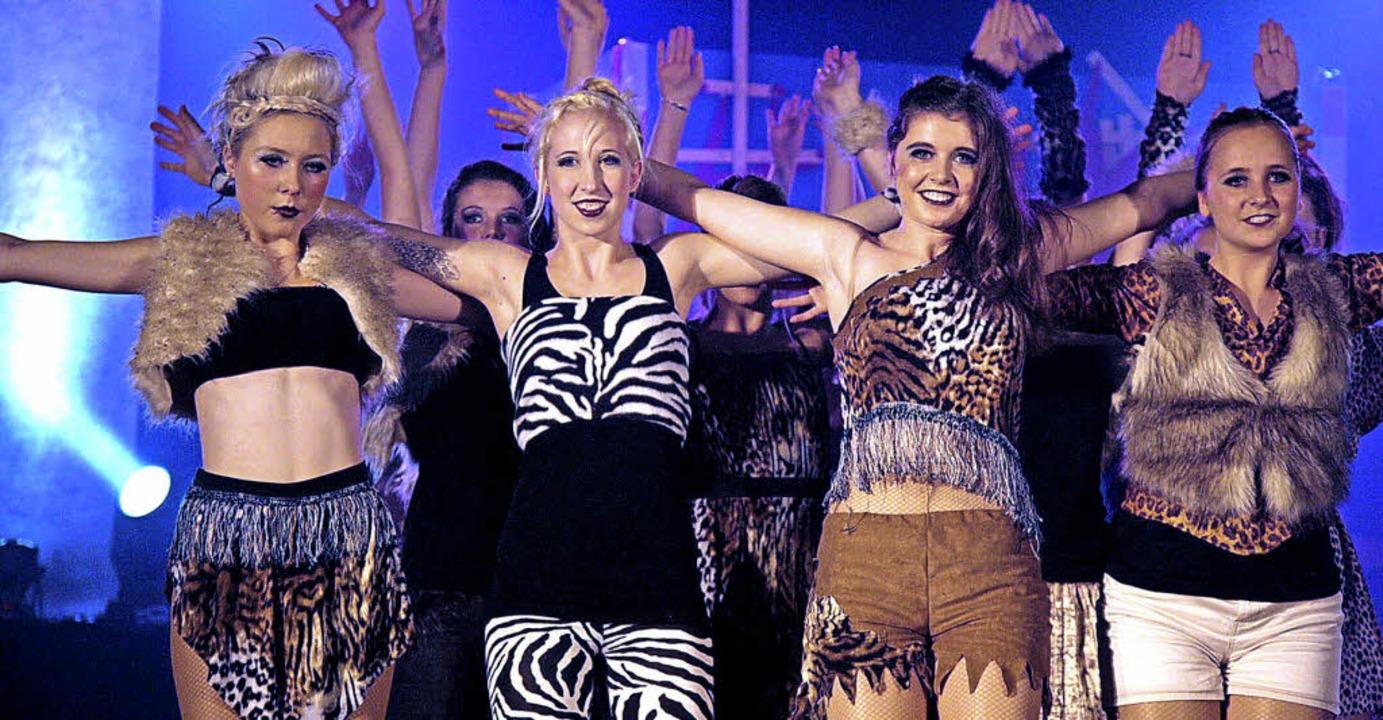 Tänzerisch, choreografisch, sängerisch...ie Dancing Company mal afrikanisch,...  | Foto: Sandra Decoux-Kone