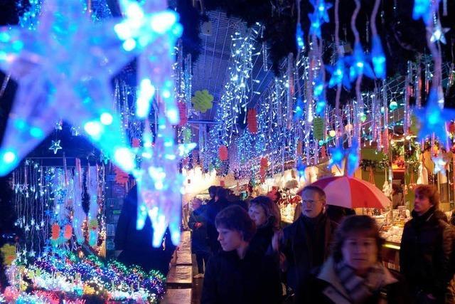 Straßburg: Schiefer Weihnachtsbaum sorgt für Lacher – und besorgte Blicke
