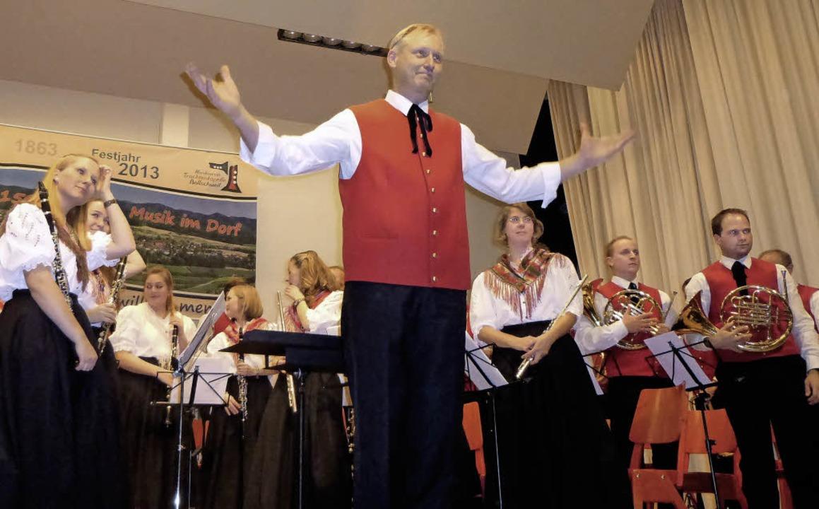 Die Trachtenkapelle St. Ulrich mit Dir...lle Bollschweil beim Jubiläumskonzert.  | Foto: Anne Freyer