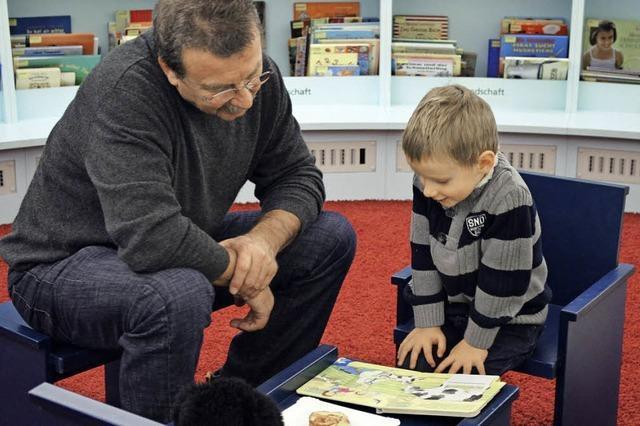Kinder kommen zum Buch