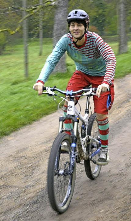 """Echter """"local""""-Style: Maike Kronauer beim Mountainbiken    Foto: Bamberger"""
