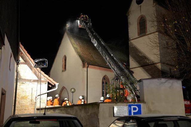 Feuer in der Kirche zerstört Empore und Orgel