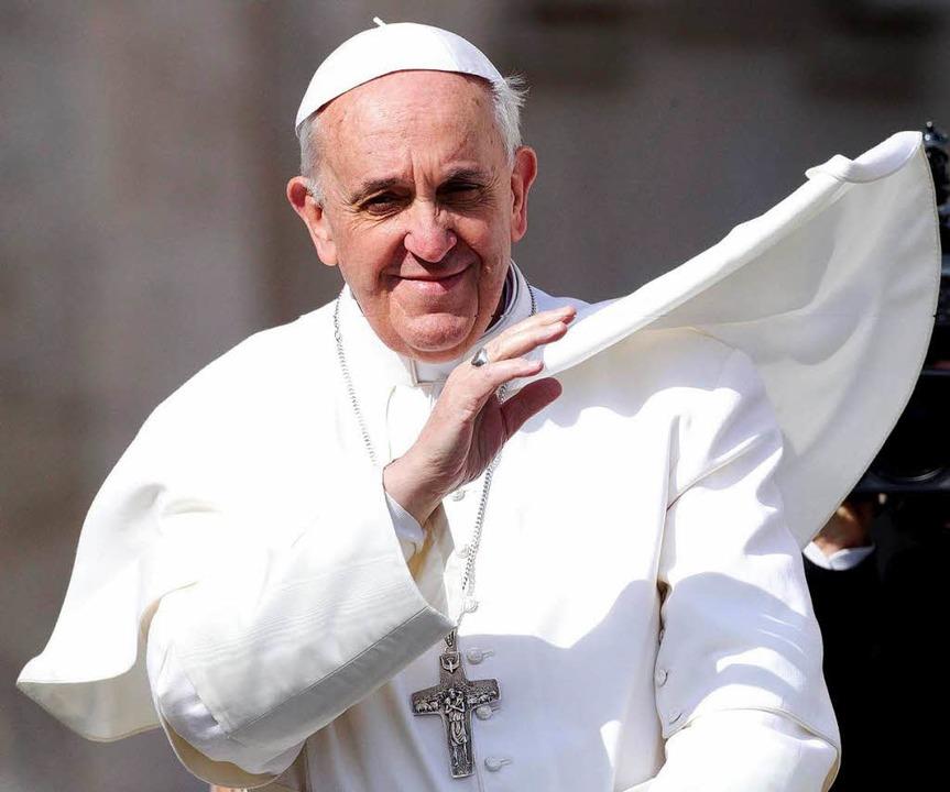 Papst Franziskus fordert mehr Dialog und weniger Pomp in der Kirche  | Foto: dpa