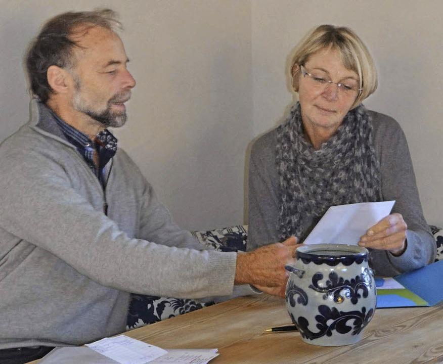 Therese Facchinetti und Helmut Büchele bei Beratungen in der neuen Kaffeestube.   | Foto: Liane Schilling