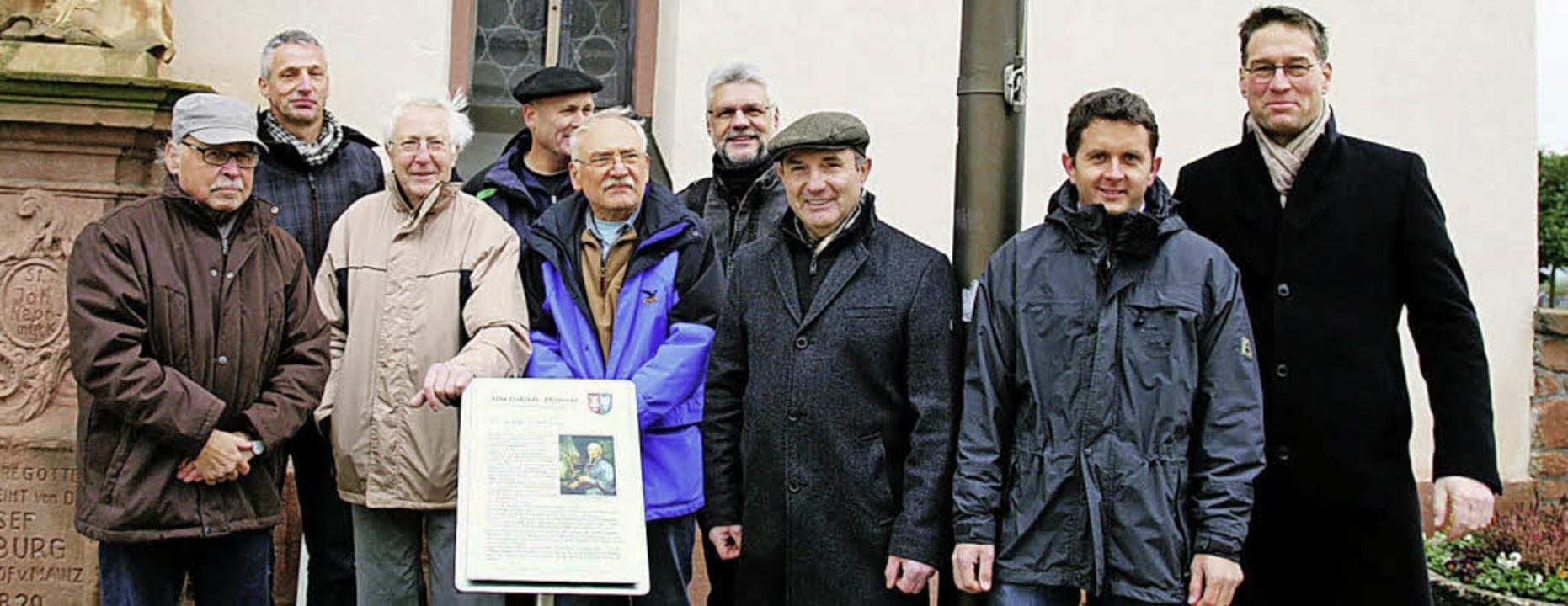 Eine Infotafel an der Kappeler Kirche ...ner  und Bürgermeister Jochen Paleit.   | Foto: Sandra Decoux-Kone