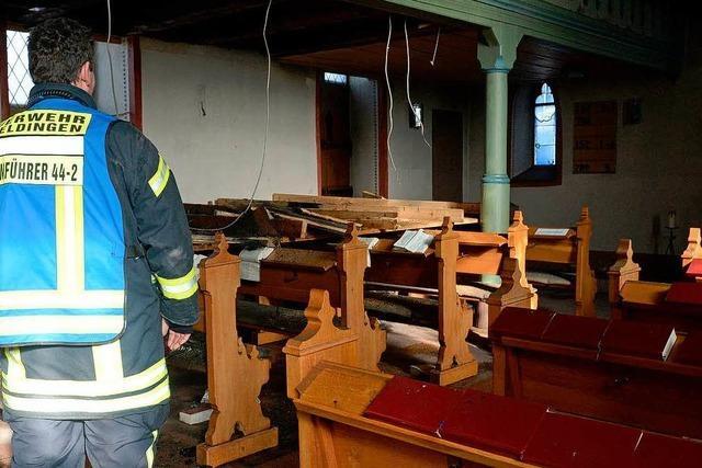 Evangelische Kirche nach Feuer auf Monate unbenutzbar
