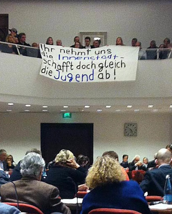 am Rand der Debatte im Freiburger Geme...enstes kam es zu Protesten der Zuhörer  | Foto: Simone Lutz