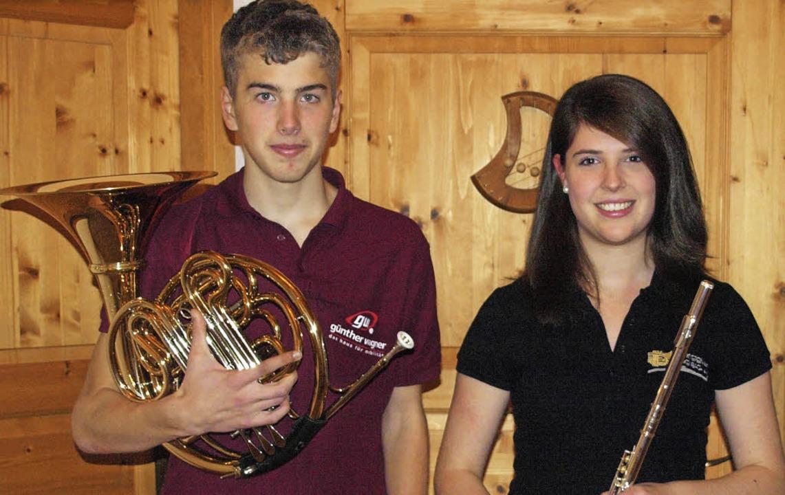 Das Goldene Leistungsabzeichen auf ihr...aben Verena Wagner und Janik Ruschulte    Foto: Karin Stöckl-Steinebrunner
