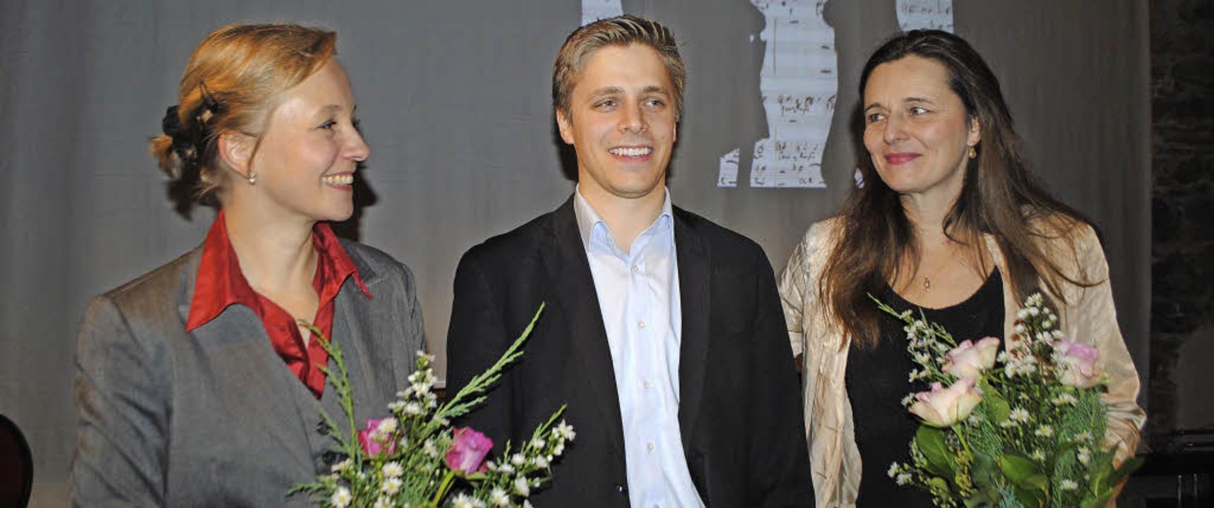 Schumann zum Klingen gebracht: Edda Gü...t Weigmann, Frauke Hofmann (von links)  | Foto: beatrice ehrlich