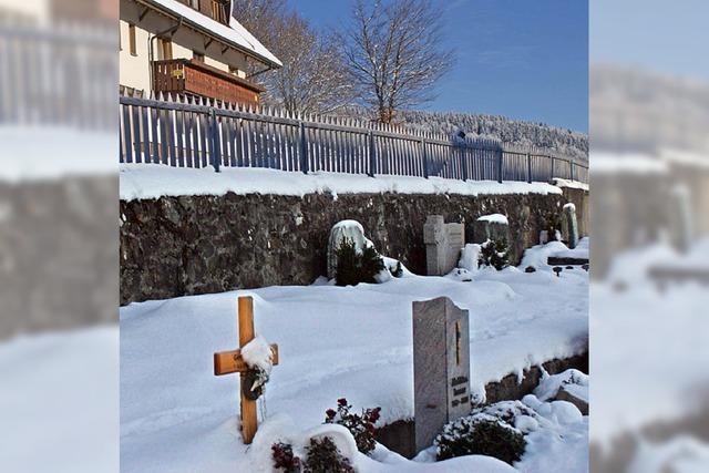 Schäden an der Friedhofsmauer
