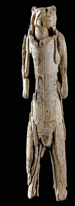 40 Jahre Puzzlespiel: der von Archäolo...r  neu zusammen-  gesetzte Löwenmensch  | Foto: Ulmer Museum
