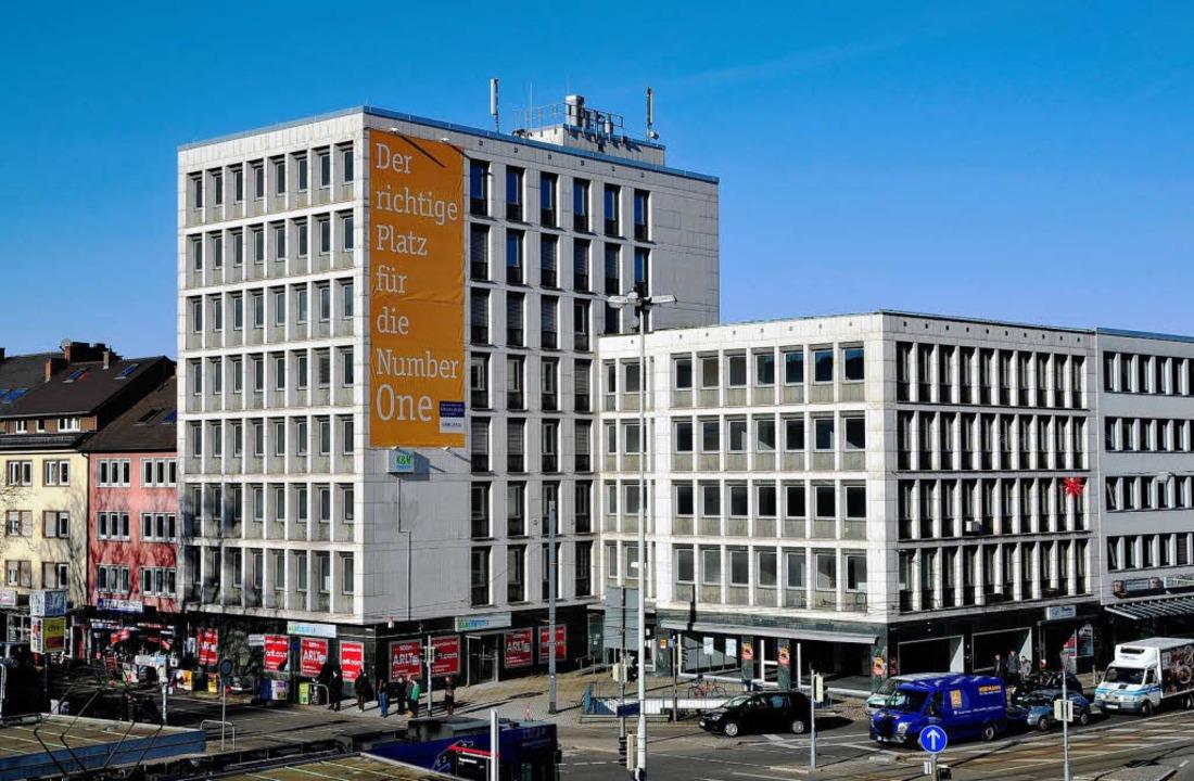 Der Bürobau an  der Ecke Habsburgerstr...eht ein Budget-Hotel mit 210 Zimmern.     Foto: Thomas Kunz