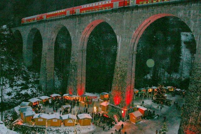 Weihnachtsmarkt am Ravennaviadukt im Höllental