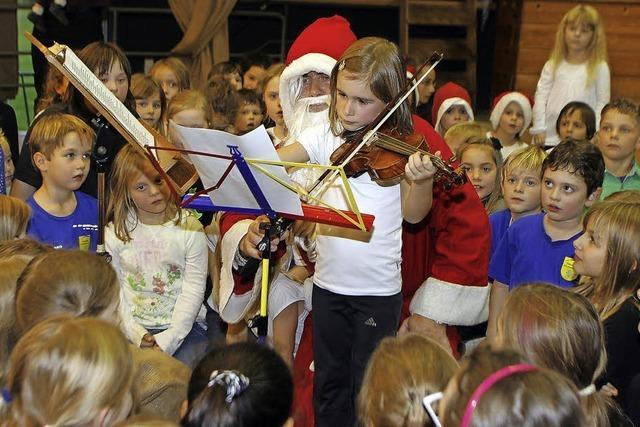 Kinder stimmen auf den Advent ein