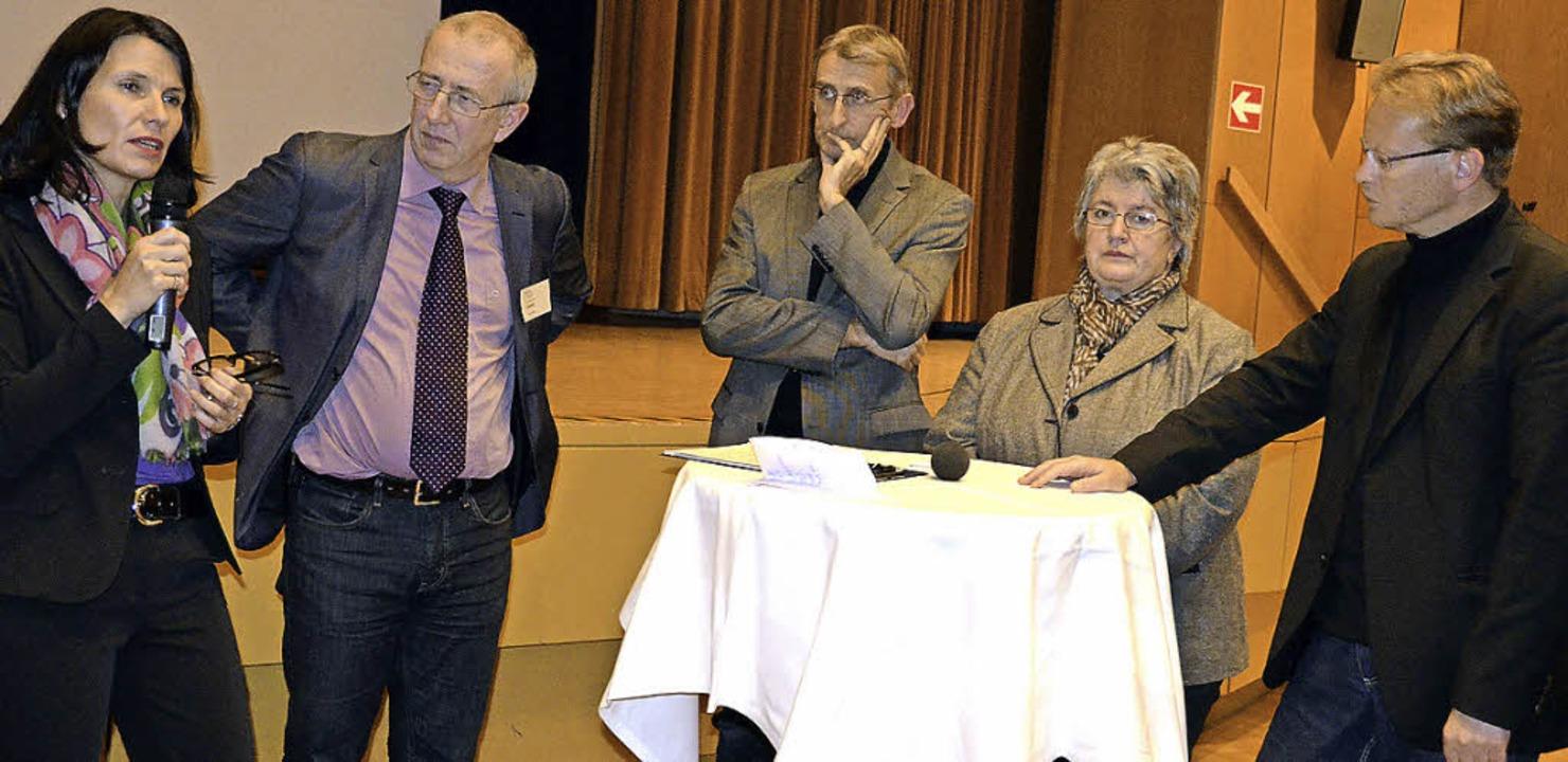 Auch die Bundestagsabgeordneten diskut...d  Thomas Dörflinger (CDU) (von links)  | Foto: Felix Held