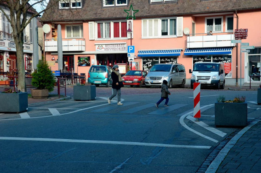 Am Gutgesellentorplatz  soll der Zebrastreifen wieder aufgemalt werden.  | Foto: Agnes Pohrt