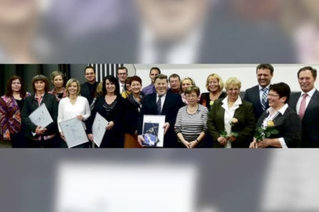 Volksbank ehrt langjährige Mitarbeiter