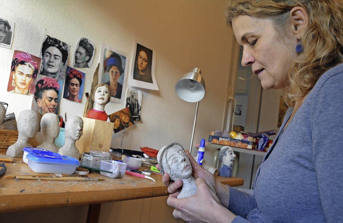 Kathrin Messerschmidt  schafft  Kopfsk... dazu 100 Prozent  Badische Zeitungen.  | Foto: Barbara Ruda
