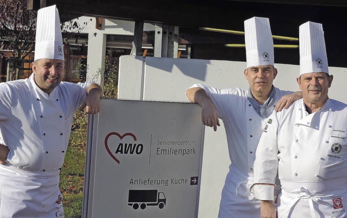 Michael Osswald (von links) und Küchen...anager der Köche-Nationalmannschaft .   | Foto: Privat