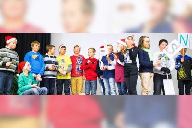 Schulfeier mit Theater, Musik, Gedichten und Gesang