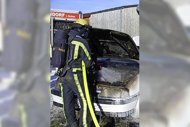 Fahrzeugbrand gelöscht
