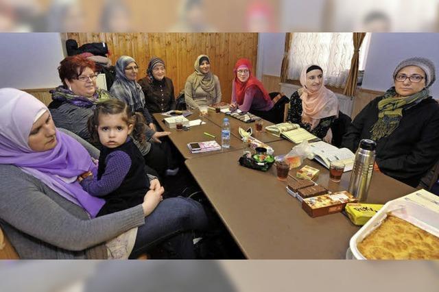 Die muslimische Frauengruppe trifft sich immer sonntags zum Tee und zur Koranlektüre