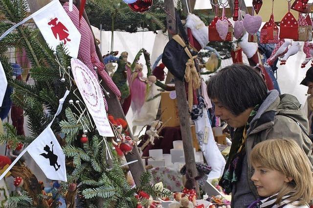 Weihnachtsmarkt und Winterabend