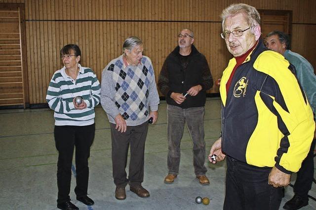 Boule-Kugeln rollen in der Rotmooshalle
