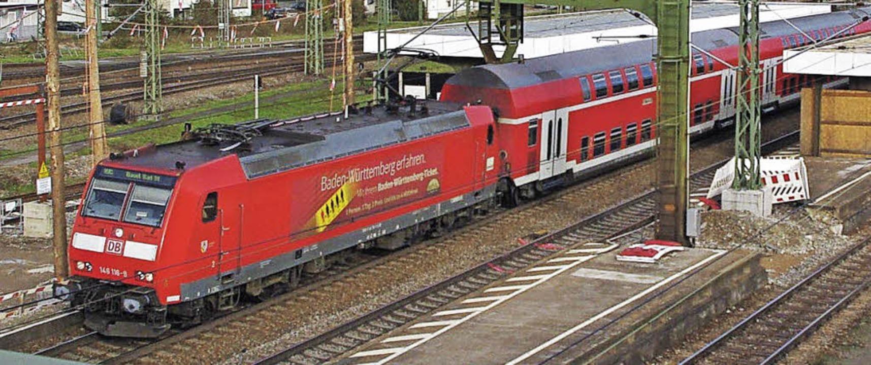 Der Bahnhof Weil ist noch lange nicht ... Regionalzüge der Rheintalbahn hier an  | Foto: Rolf Reißmann
