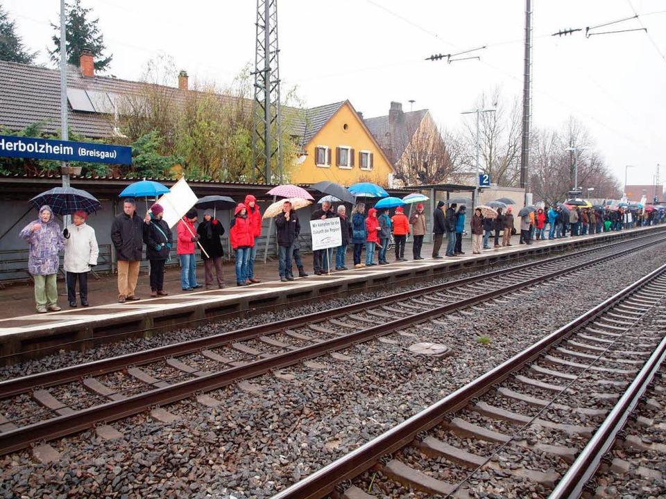 Bürgerprotest: Menschliche Lärmschutzwand  | Foto: Michael Haberer