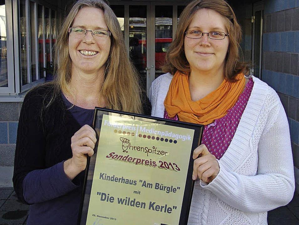 Julie Hamann und Jacqueline Bier mit d...erweile zum Teil schon in die Schule.   | Foto: Karin Wortelkamp