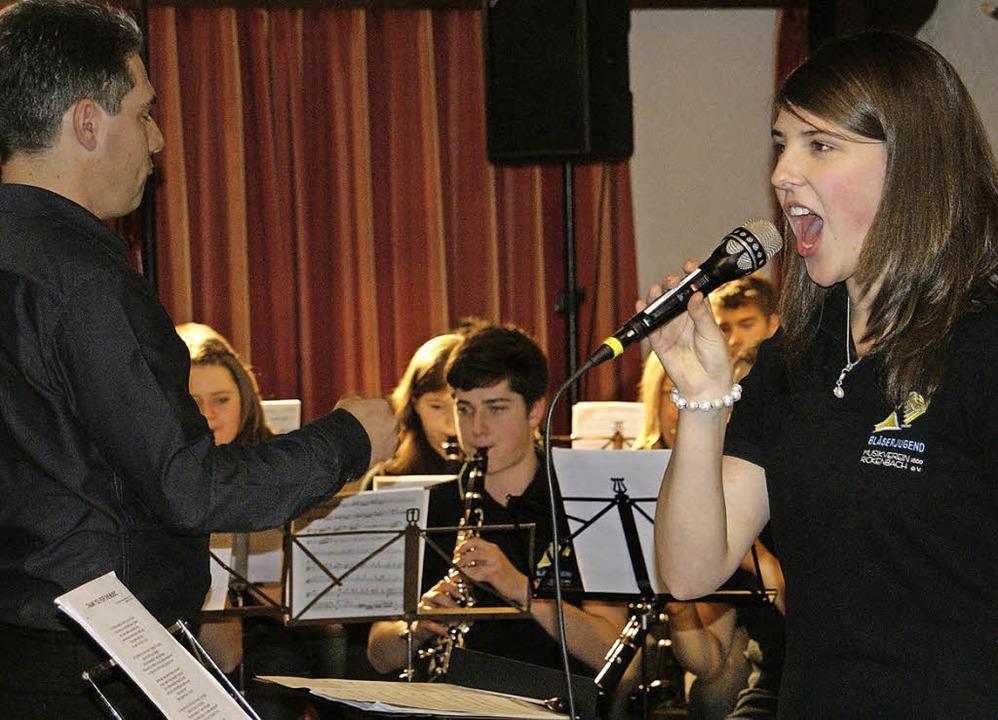 Voller Einsatz: Verena Wagner begeiste...tinee der Bläserjugend als Sängerin.    | Foto: Hrvoje Miloslavic