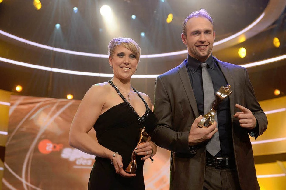 Die Sieger mit Pokal: Christina Obergföll und Robert Harting (Foto: dpa)
